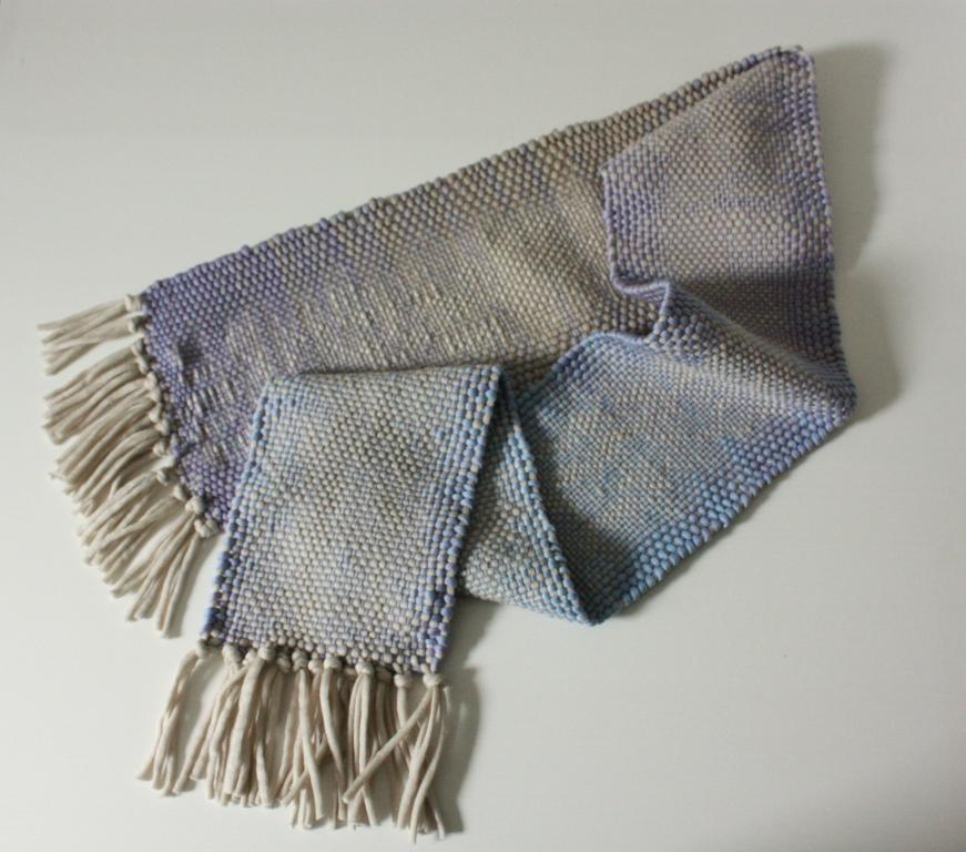 gewebter Schal aus Verlaufsgarn und Beige