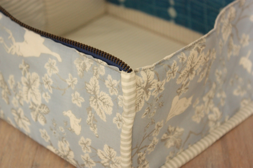 Zip-UP Tray Pouch Binding